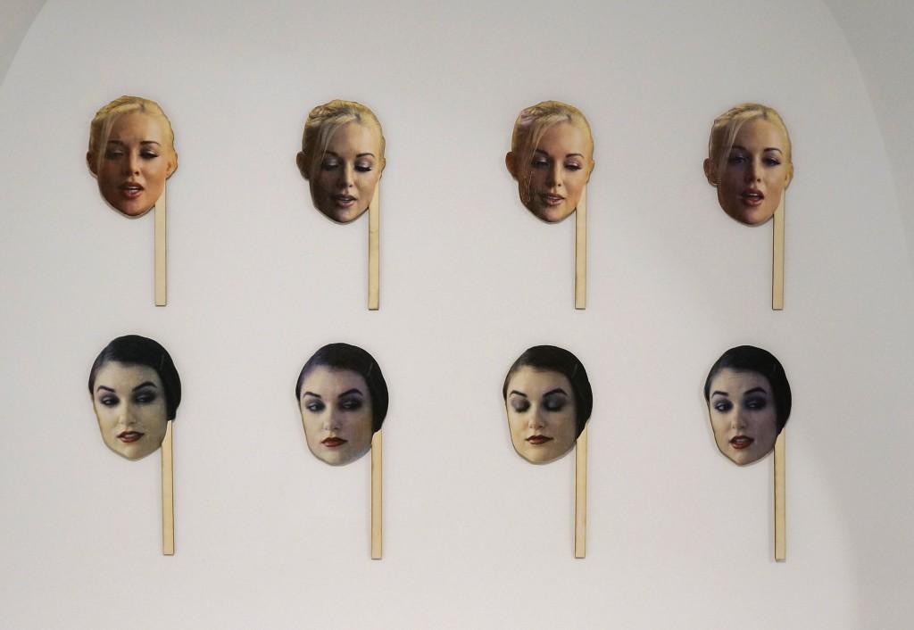 Kayden. 2016. Série de quatre masques de bois sérigraphiés. dimensions variables. Sasha. 2016. Série de quatre masques de bois sérigraphiés. dimensions variables.